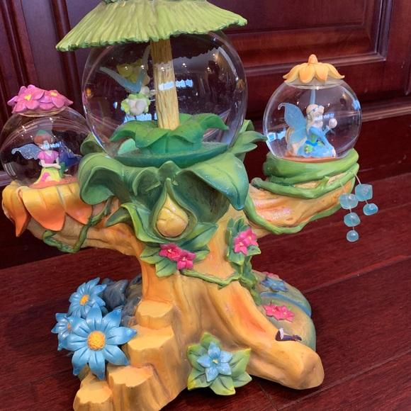 Tinker Bell Fairy Friends snow globe